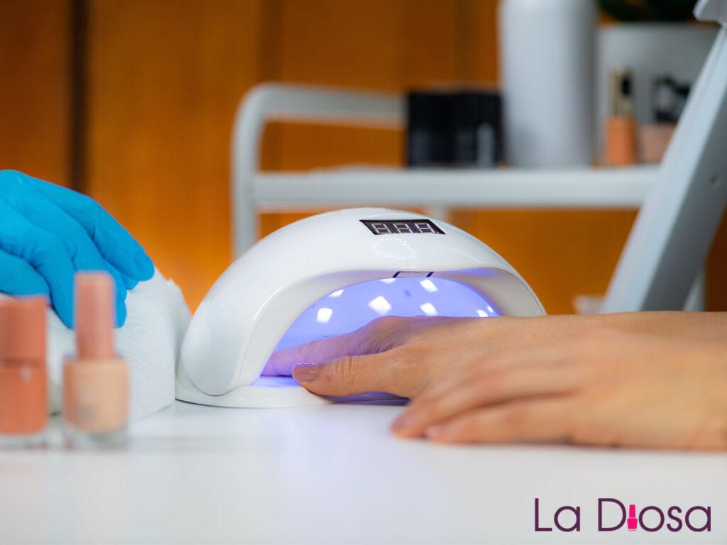 Lampy UV/LED w hurtowni kosmetycznej LaDiosa